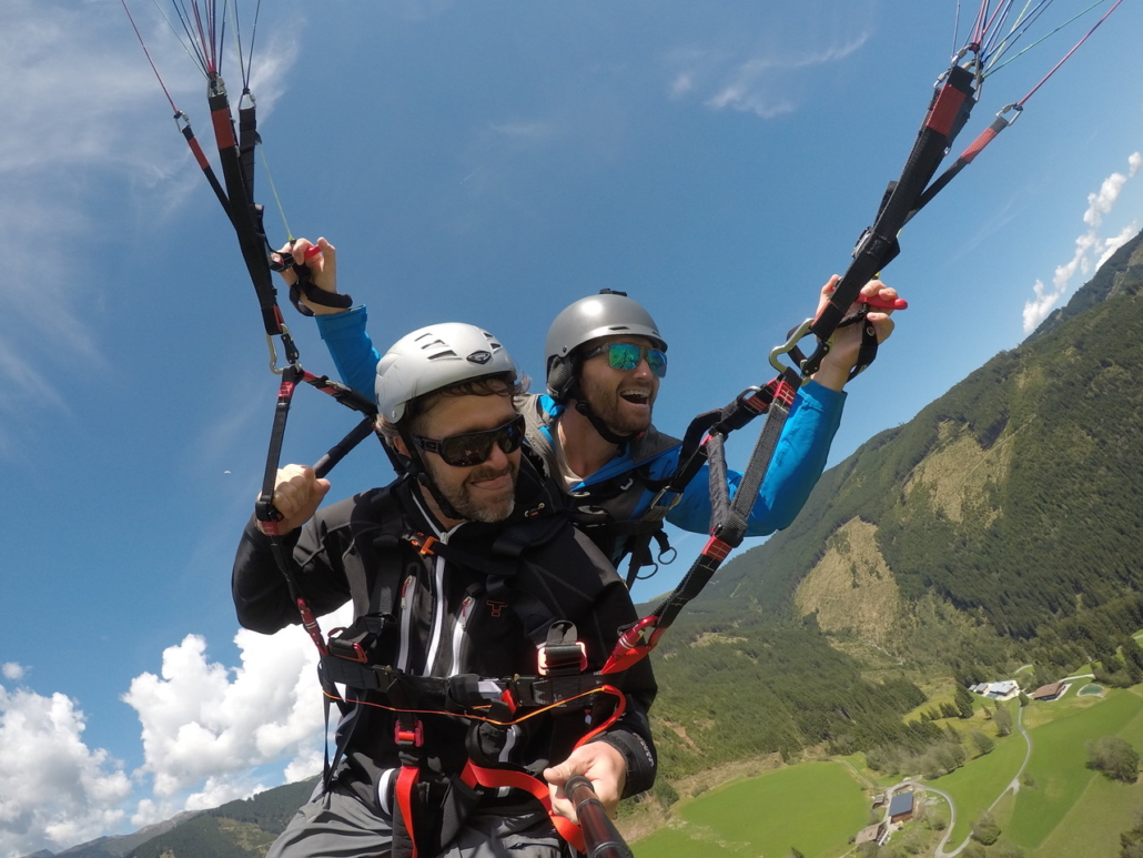 Summer paragliding in Zell am See Kaprun